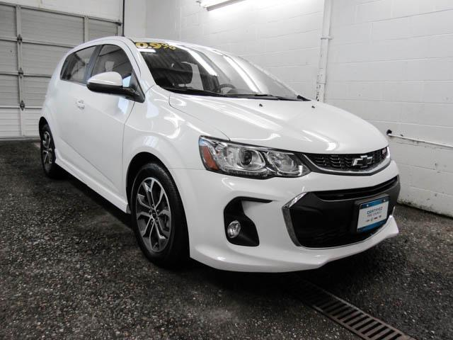 2018 Chevrolet Sonic LT Auto (Stk: P9-56670) in Burnaby - Image 2 of 22