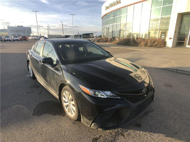 2018 Toyota Camry SE Upgrade Package (Stk: 2800032A) in Calgary - Image 2 of 15