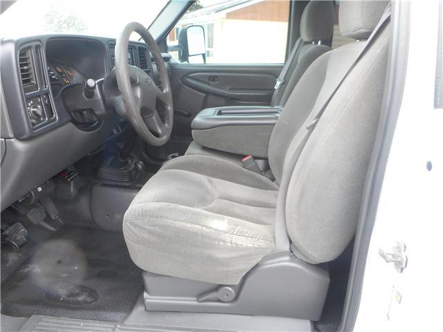 2004 Chevrolet Silverado 2500HD Base (Stk: NC 3678) in Cameron - Image 6 of 9