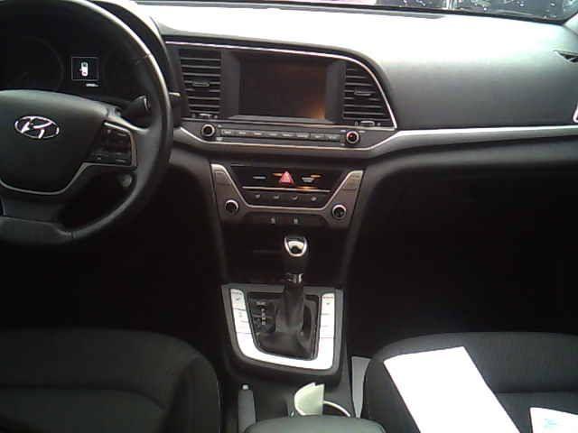 2017 Hyundai Elantra  (Stk: 220934) in Brampton - Image 2 of 3