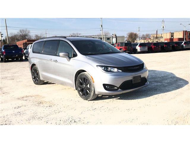 2019 Chrysler Pacifica Touring-L (Stk: 19429) in Windsor - Image 2 of 11