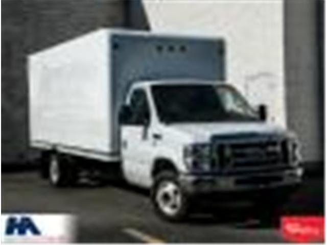 2012 Ford E-450 Cutaway Base (Stk: 310016) in Burlington - Image 1 of 13