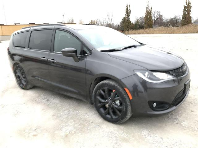 2019 Chrysler Pacifica Touring Plus (Stk: 19442) in Windsor - Image 1 of 11