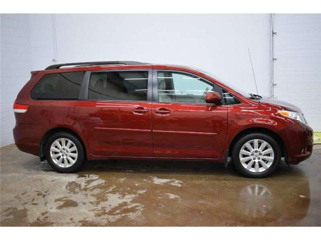 2014 Toyota Sienna XLE - LEATHER * HEATED SEATS * SUNROOF (Stk: B2947) in Cornwall - Image 1 of 30