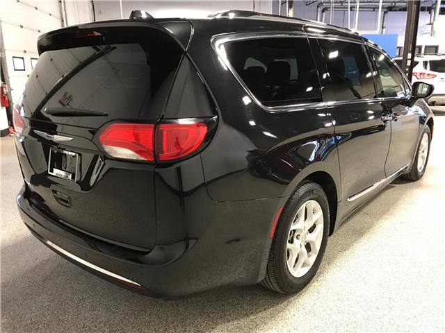 2018 Chrysler Pacifica Touring-L Plus (Stk: P11883) in Calgary - Image 3 of 13