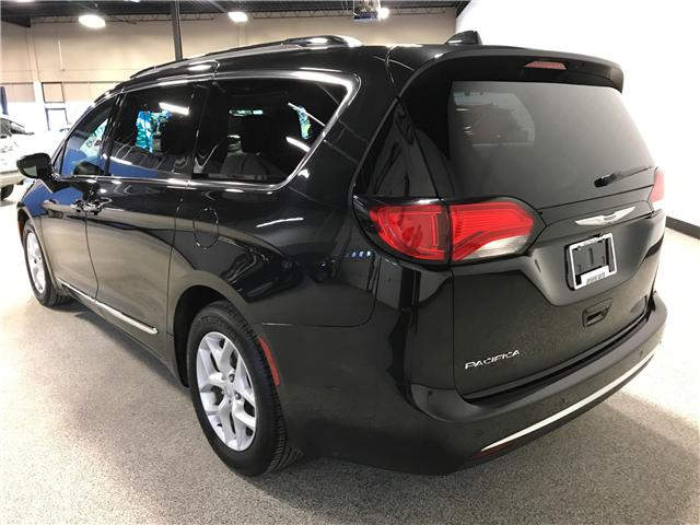 2018 Chrysler Pacifica Touring-L Plus (Stk: P11883) in Calgary - Image 4 of 13