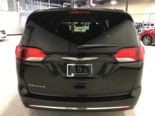 2018 Chrysler Pacifica Touring-L Plus (Stk: P11883) in Calgary - Image 5 of 13
