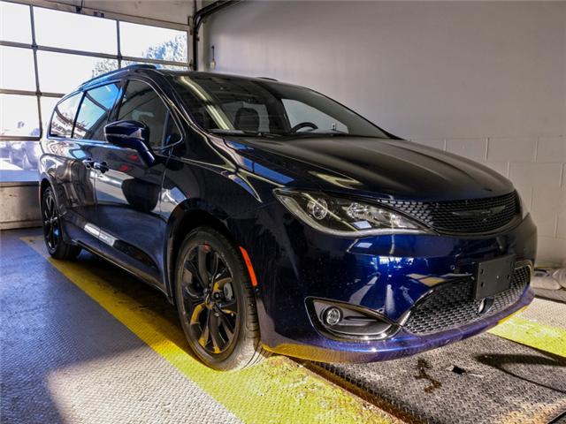 2019 Chrysler Pacifica Limited (Stk: W876870) in Burnaby - Image 2 of 16