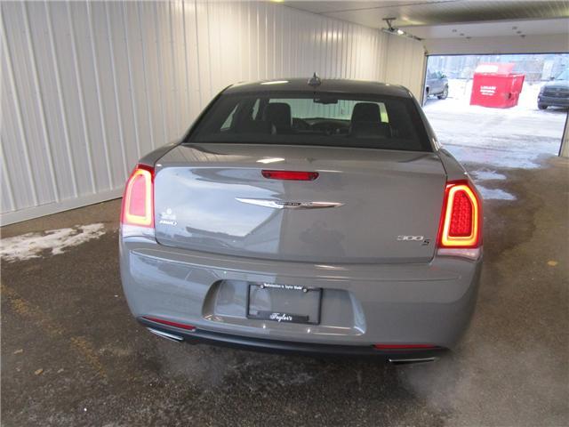 2018 Chrysler 300 S (Stk: F170438 ) in Regina - Image 4 of 35