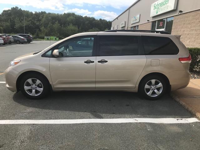 2013 Toyota Sienna V6 7 Passenger (Stk: 1024) in Halifax - Image 5 of 19