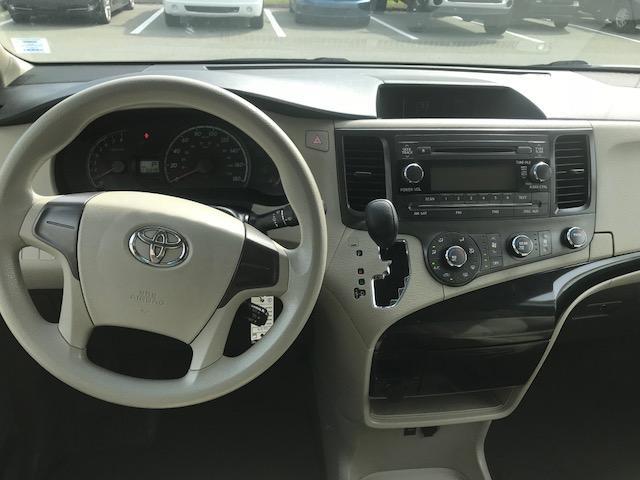 2013 Toyota Sienna V6 7 Passenger (Stk: 1024) in Halifax - Image 12 of 19