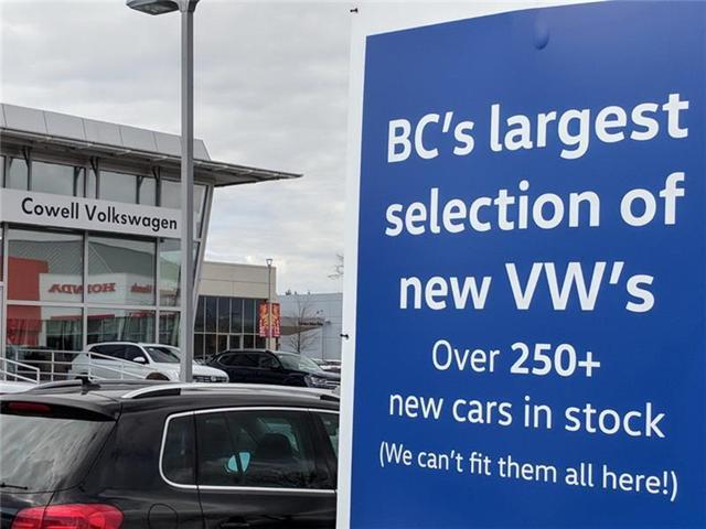2018 Volkswagen Tiguan Comfortline (Stk: VWMU0955) in Richmond - Image 2 of 2