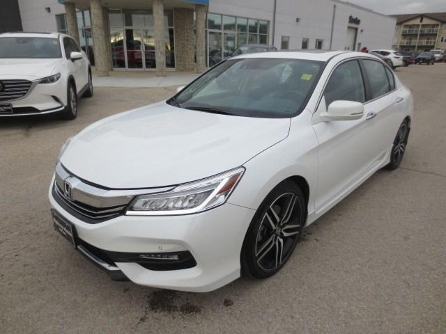 2016 Honda Accord Touring (Stk: M18203A) in Steinbach - Image 1 of 41