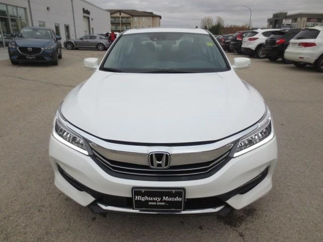 2016 Honda Accord Touring (Stk: M18203A) in Steinbach - Image 2 of 41