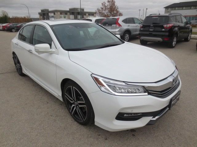 2016 Honda Accord Touring (Stk: M18203A) in Steinbach - Image 3 of 41