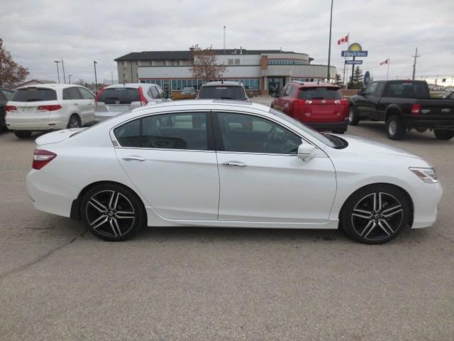 2016 Honda Accord Touring (Stk: M18203A) in Steinbach - Image 4 of 41