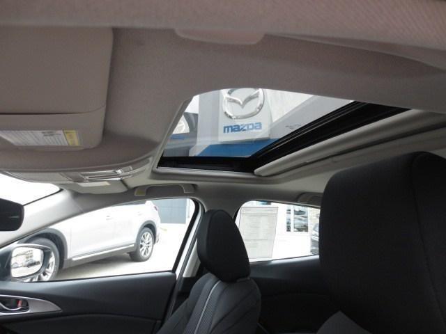 2018 Mazda Mazda3 GS (Stk: M18211) in Steinbach - Image 16 of 25