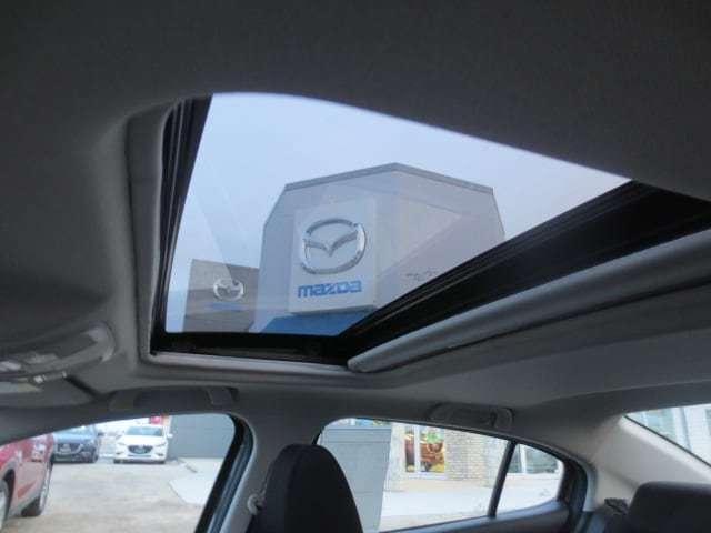 2018 Mazda Mazda3 GS (Stk: M18234) in Steinbach - Image 13 of 25
