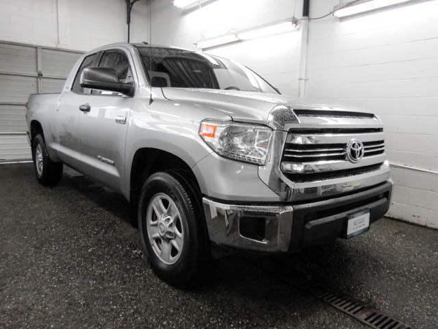 2016 Toyota Tundra SR 5.7L V8 (Stk: T6-84581) in Burnaby - Image 2 of 24