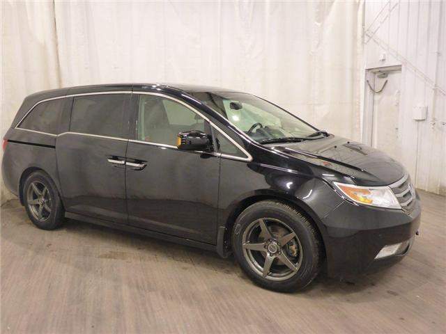 2011 Honda Odyssey Touring (Stk: 18122188) in Calgary - Image 1 of 30