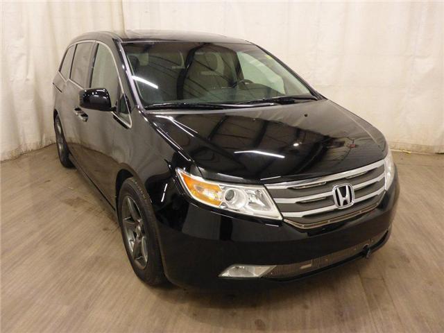 2011 Honda Odyssey Touring (Stk: 18122188) in Calgary - Image 2 of 30