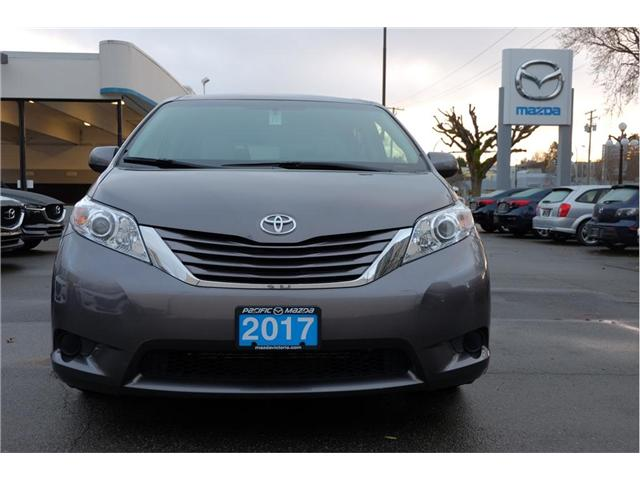2017 Toyota Sienna LE 7 Passenger (Stk: 7824A) in Victoria - Image 2 of 20