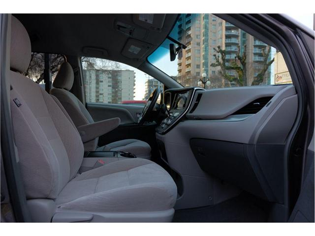 2017 Toyota Sienna LE 7 Passenger (Stk: 7824A) in Victoria - Image 18 of 20