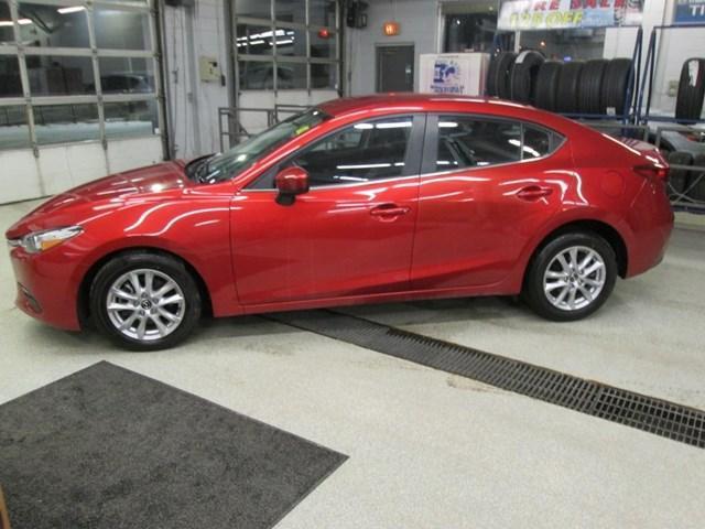 2017 Mazda Mazda3 GX (Stk: M2586) in Gloucester - Image 2 of 18