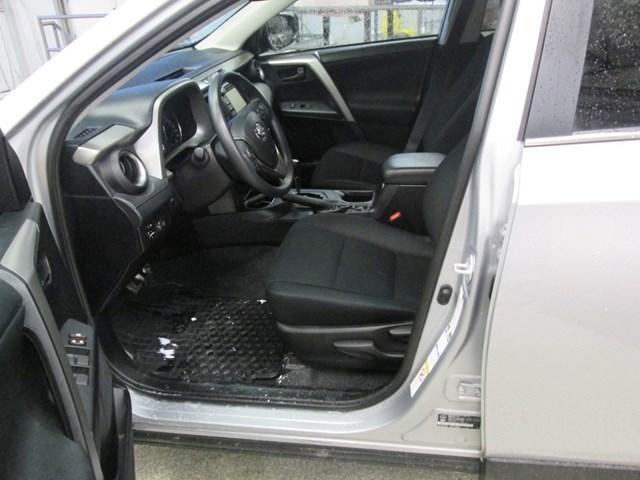 2018 Toyota RAV4 LE (Stk: M2592) in Gloucester - Image 10 of 20