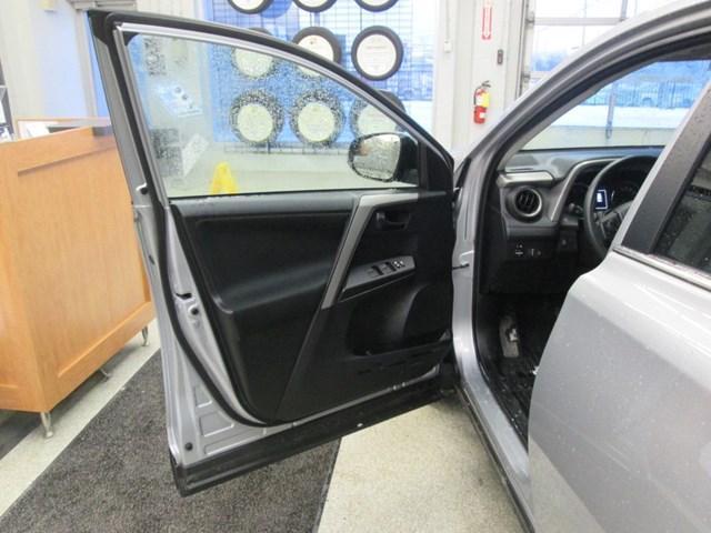 2018 Toyota RAV4 LE (Stk: M2592) in Gloucester - Image 17 of 20