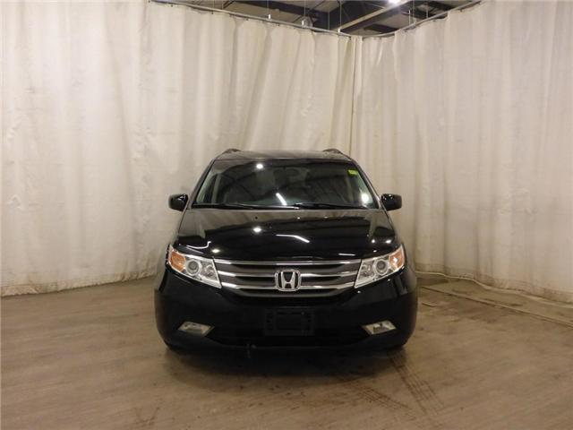 2011 Honda Odyssey Touring (Stk: 19011983) in Calgary - Image 2 of 29