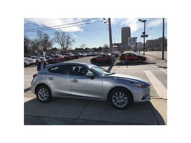 2018 Mazda Mazda3 Sport GS/MOONROOF (Stk: DEMO78154) in Toronto - Image 2 of 9