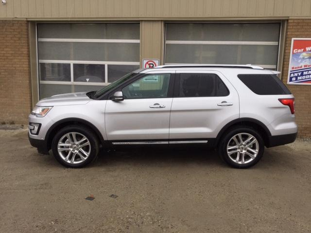 2017 Ford Explorer Limited (Stk: U-3734) in Kapuskasing - Image 2 of 9