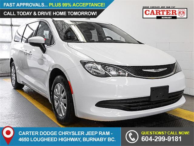 2017 Chrysler Pacifica LX (Stk: W290190) in Burnaby - Image 1 of 7