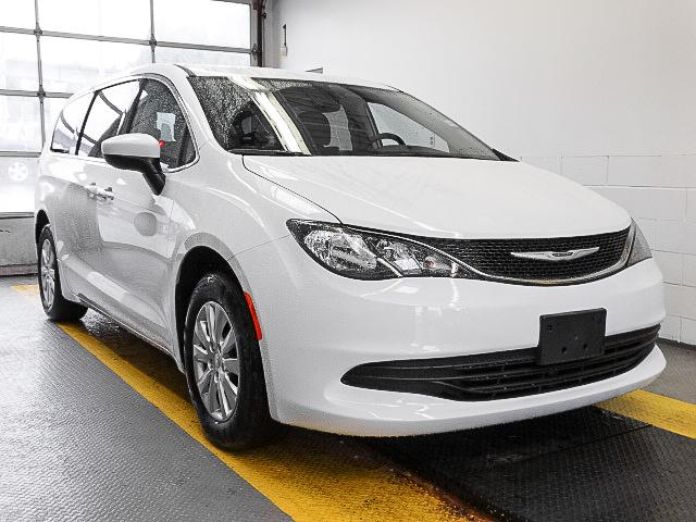 2017 Chrysler Pacifica LX (Stk: W290190) in Burnaby - Image 2 of 7