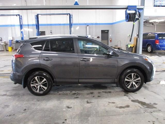 2018 Toyota RAV4 LE (Stk: MX1053) in Ottawa - Image 2 of 20