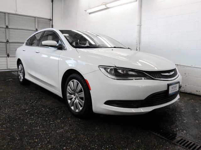 2015 Chrysler 200 LX (Stk: E8-87761) in Burnaby - Image 2 of 23