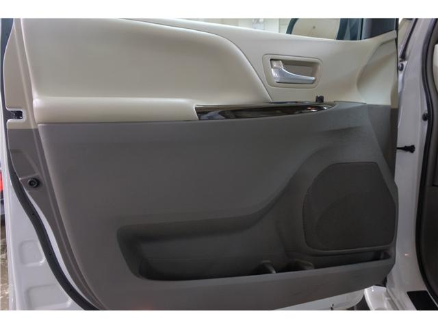 2017 Toyota Sienna XLE 7 Passenger (Stk: 7854A) in Victoria - Image 14 of 25