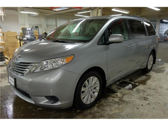 2016 Toyota Sienna LE 7 Passenger (Stk: 7857A) in Victoria - Image 4 of 23