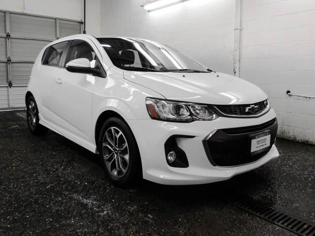2018 Chevrolet Sonic LT Auto (Stk: P9-57390) in Burnaby - Image 2 of 23