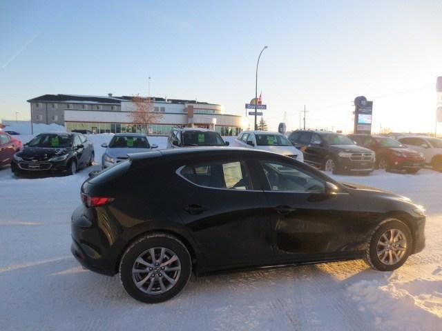 2019 Mazda Mazda3 Sport GS at (Stk: M19040) in Steinbach - Image 3 of 30