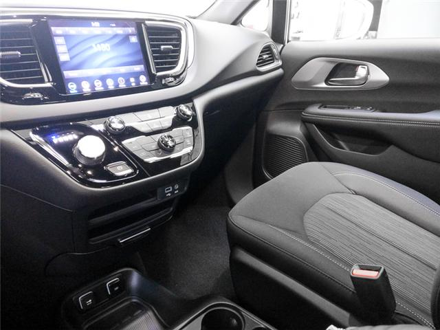 2019 Chrysler Pacifica Hybrid Touring Plus (Stk: W707130) in Burnaby - Image 7 of 12