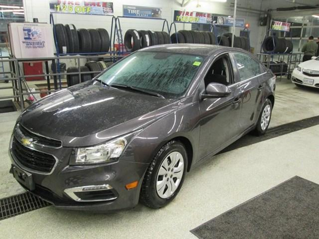 2015 Chevrolet Cruze 1LT (Stk: M25881) in Gloucester - Image 1 of 17