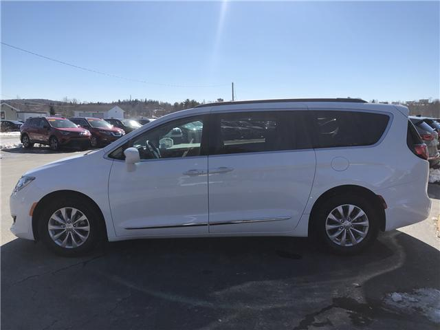 2017 Chrysler Pacifica Touring-L (Stk: 10252) in Lower Sackville - Image 2 of 20