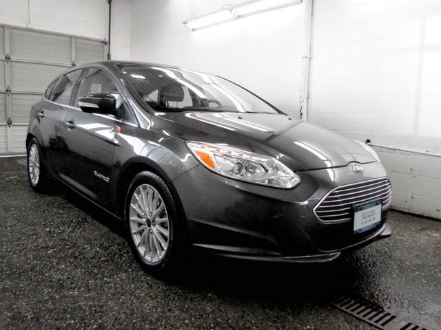 2017 Ford Focus Electric Base (Stk: P9-57152) in Burnaby - Image 2 of 24