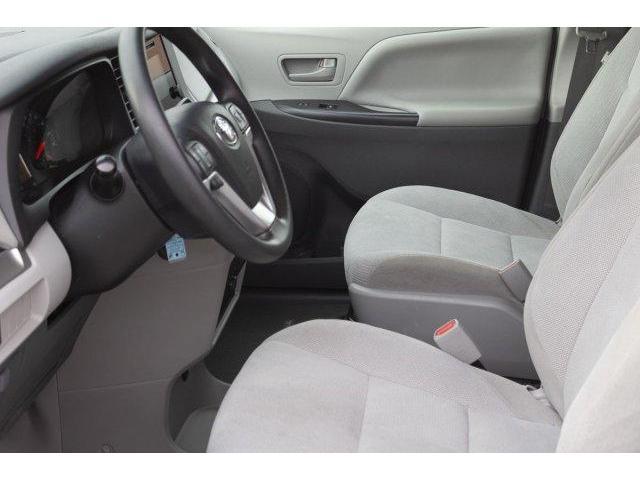 2017 Toyota Sienna  (Stk: V628) in Prince Albert - Image 9 of 12