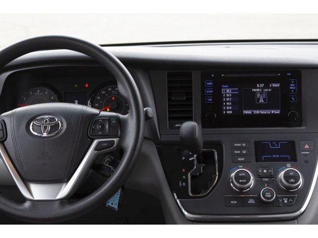2017 Toyota Sienna  (Stk: V628) in Prince Albert - Image 10 of 12