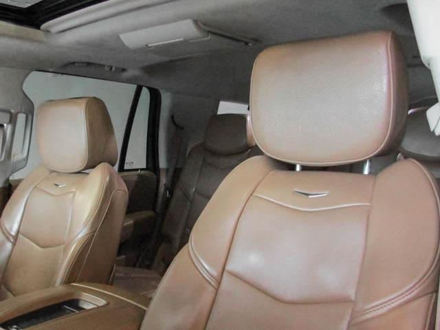 2015 Cadillac Escalade Platinum (Stk: P9-57630) in Burnaby - Image 18 of 26