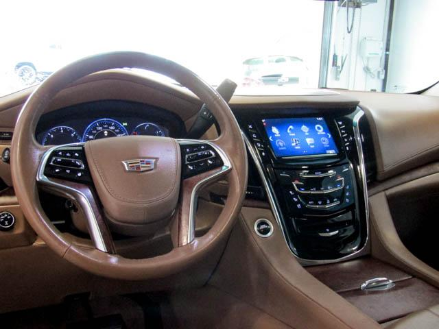 2015 Cadillac Escalade Platinum (Stk: P9-57630) in Burnaby - Image 17 of 26
