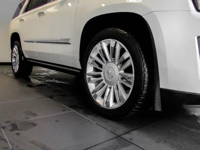 2015 Cadillac Escalade Platinum (Stk: P9-57630) in Burnaby - Image 13 of 26